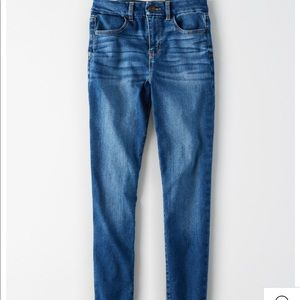 AMERICAN EAGLE CURVY HIGH-WAISTED JEGGING